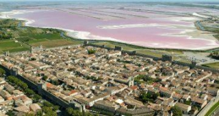 The city of Aigues-mortes