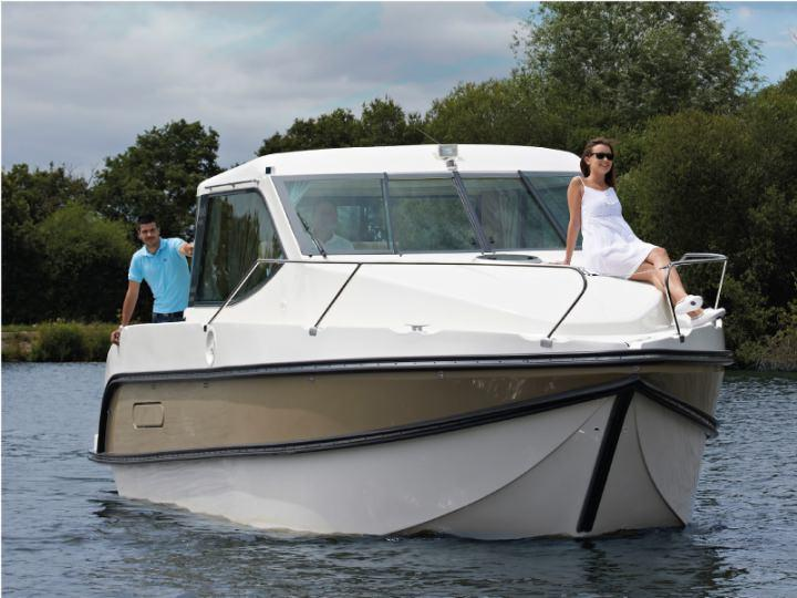 Boating Holidays with Sedan Primo - A Modern Boat