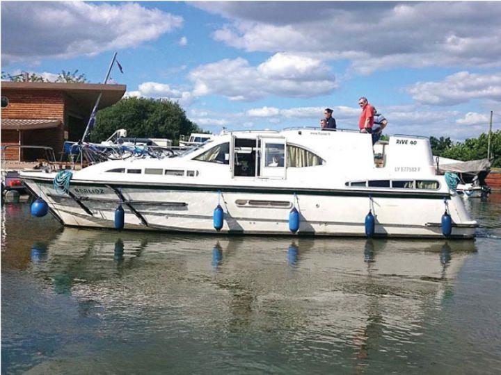 Boating Holidays with Haines 40 - Outside Steering Position