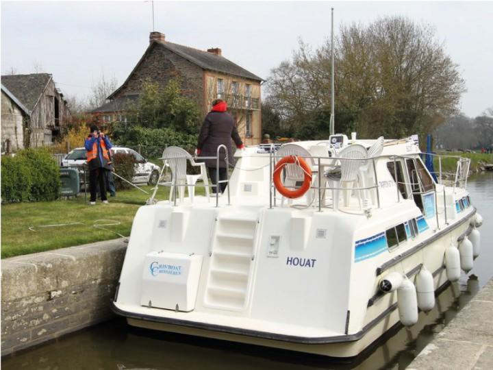 Canal Boat Tarpon 37 - Bow Thruster