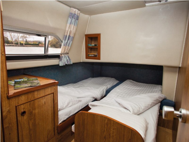 Cabin with choice of 1 Double Bed or 2 Single Beds