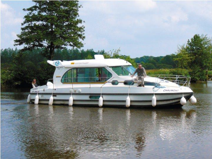Boating Holidays Sedan 1000 A - 3 Cabins, ideal pour 4 Adults and 3 Children