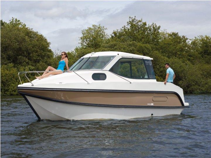 Boating Holidays with Sedan Primo - ext 4