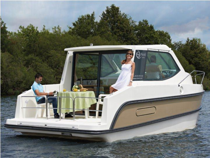 Boating Holidays with Sedan Primo - A Great Sundeck at the Rear