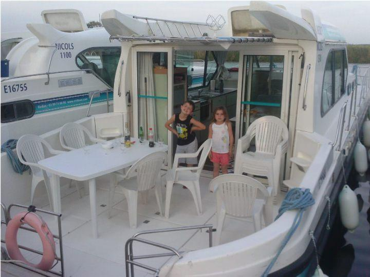 Boatin gHOlidays with Sedan 1310 A - A Large Sundeck at the Rear
