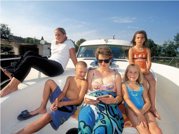 Boating Holidays with Confort 900 A - ext 6