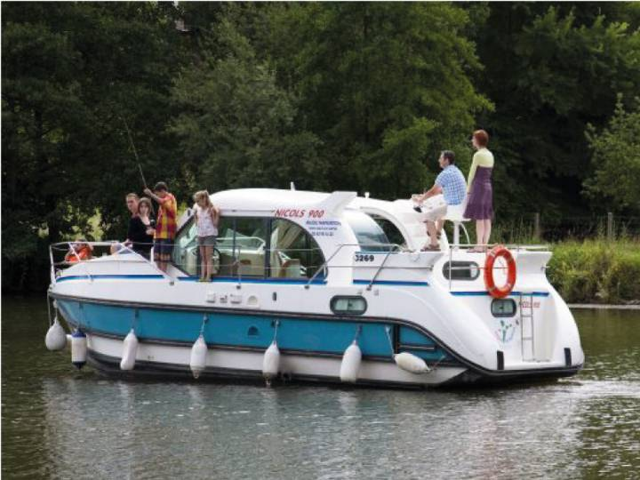 Boating Holidays with Confort 900 DP - A Family Boat