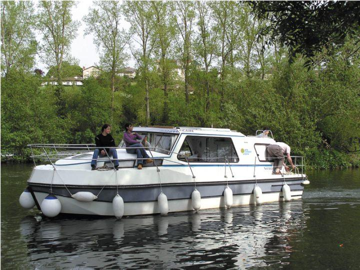 Boating Holidays with Riviera 1130 A