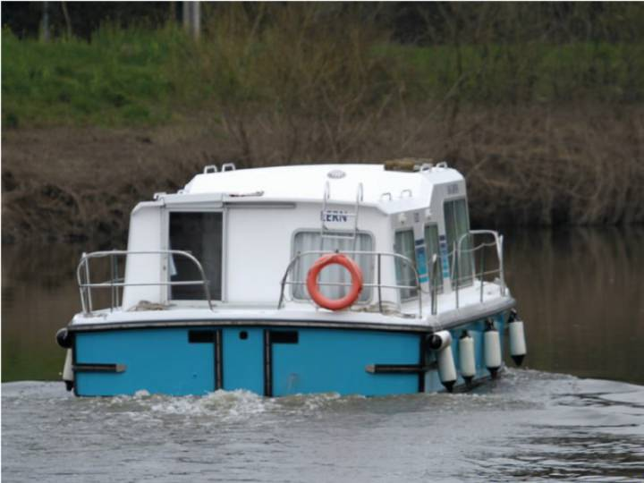 Boating Holidays with Eau Claire 930 - Ideal for one Couple and two Children
