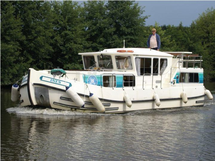 Boating Holidays with Penichette 1165 Fly Bridge - 2 Sundeck, 2 Steering Positions