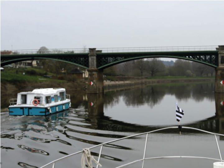 Boating Holidays with Eau Claire 930 - To Discover Fluvial Tourism