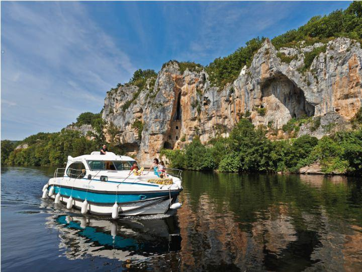 Boating Holidays with Estival Quattro S - A Sundeck at the Front