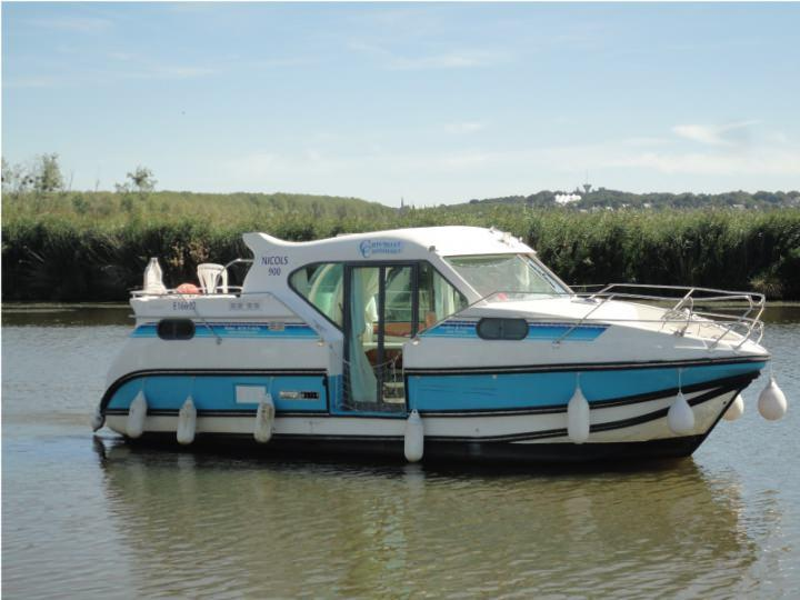 Boating Holidays with Confort 900 A - A Sundeck at the Rear