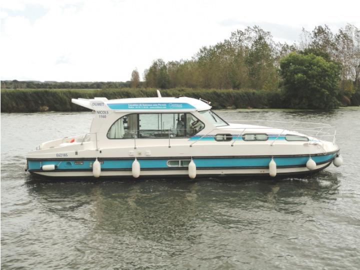 Boating Holidays with Sedan 1160 A - 4 Cabins, ideal pour 4 Adults and 4 Children