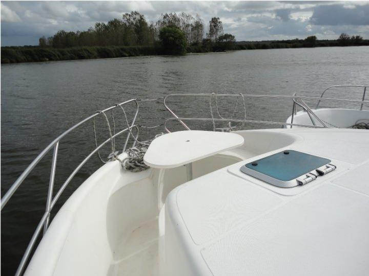Boating Holidays with Confort 1350 - A Sundeck at the Front