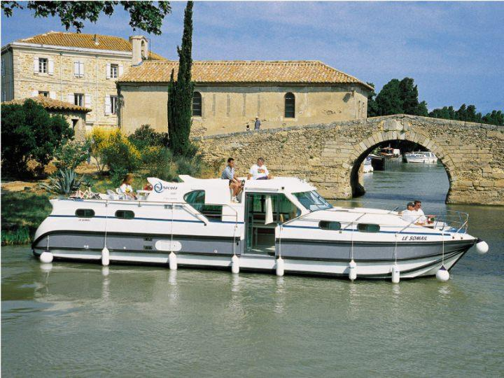 Boating Holidays with Confort 1350 - A Modern Boat