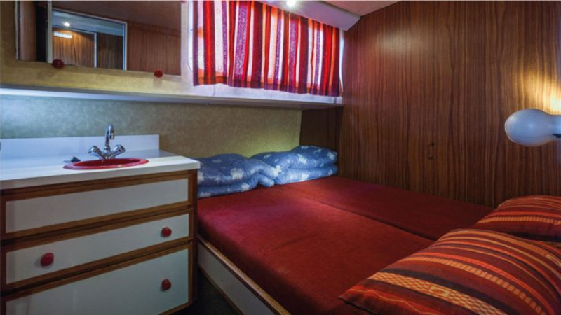 Penichette 1500 R - Central Cabin with a Double Bed