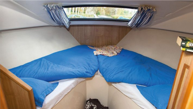 Caprice - Front Cabin with 2 Single beds