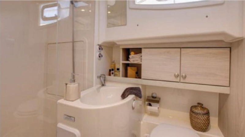 Horizon - Large Bathrooms with separate Shower