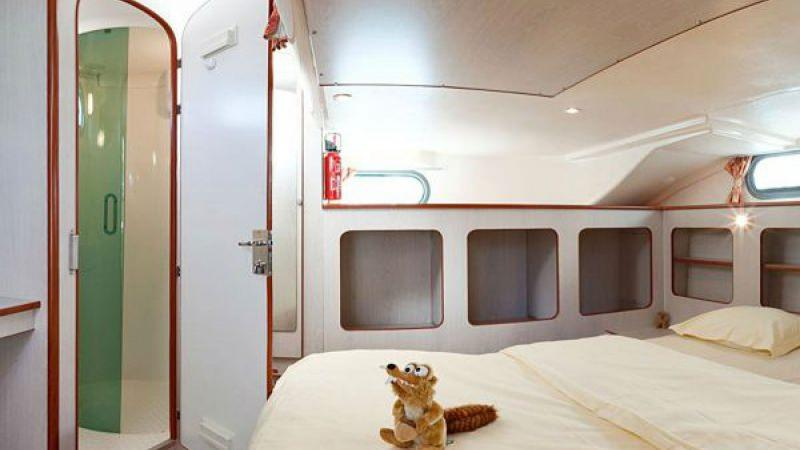 Confort 1350 VIP - Front Cabin with a Double Bed