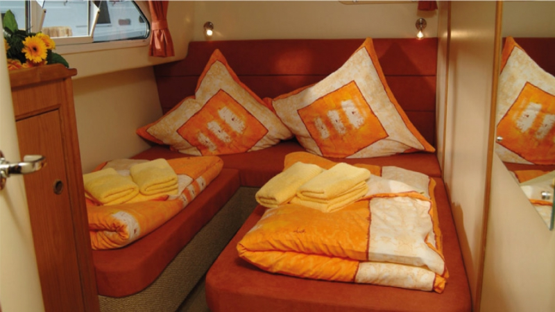 Europa 600 - Starboard Rear Cabin, choice of 1 Double Bed or 2 Single Beds