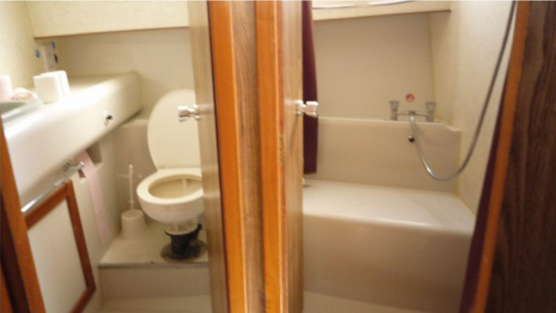 Nautila - Bathroom with Separate Shower