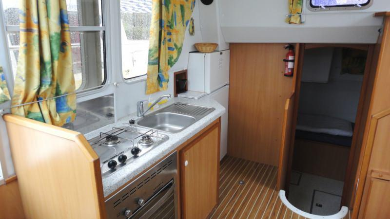 Tarpon 32 - Kitchen with a Large Fridge