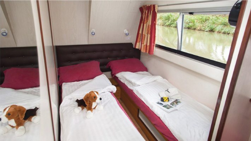 Continentale - Portside Rear Cabin, choice of 1 Double Bed or 2 Single Beds