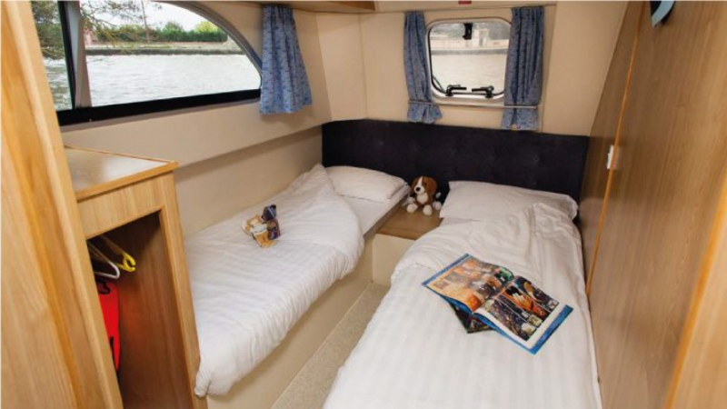 Salsa A - Starboard Rear Cabin, choice of 1 Double Bed or 2 Single Beds