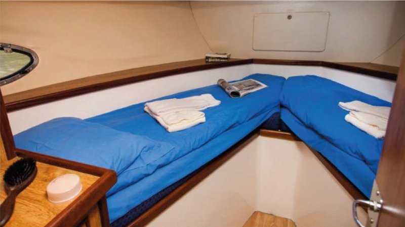 Crusader - Front Cabin with 2 Single Beds