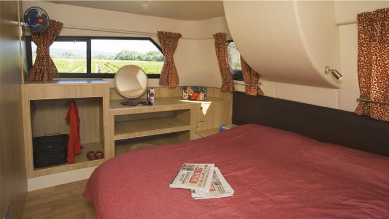 Royal Mystique - Rear Cabin choice of 1 Double Bed or 2 Single Beds