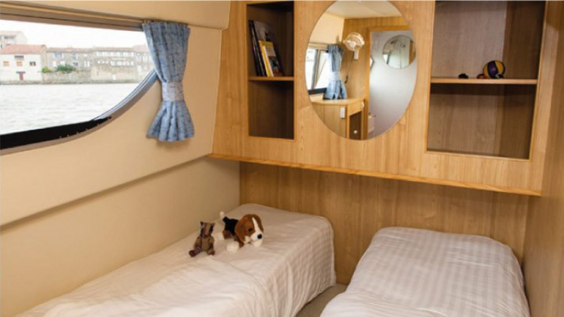 Calypso - Central Cabin choice of 1 Double Bed or 2 Single Beds