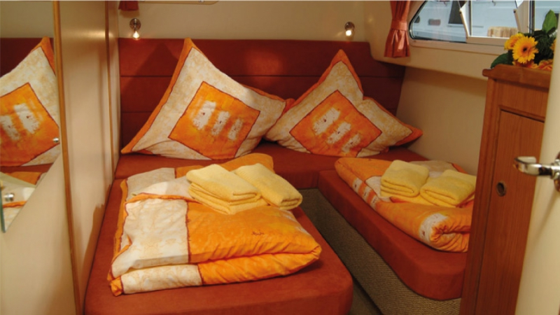 Europa 600 - Portside Rear Cabin, choice of 1 Double Bed or 2 Single Beds
