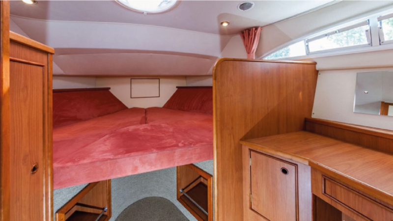 Europa 600 - Front Cabin, choice of 1 Double Bed or 2 Single Beds