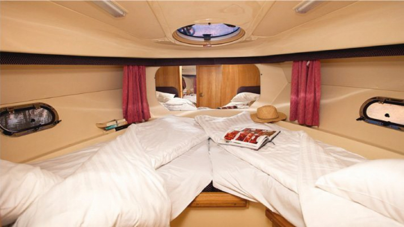 Consul - Front Cabin choice of 1 Double Bed or 2 Single Beds