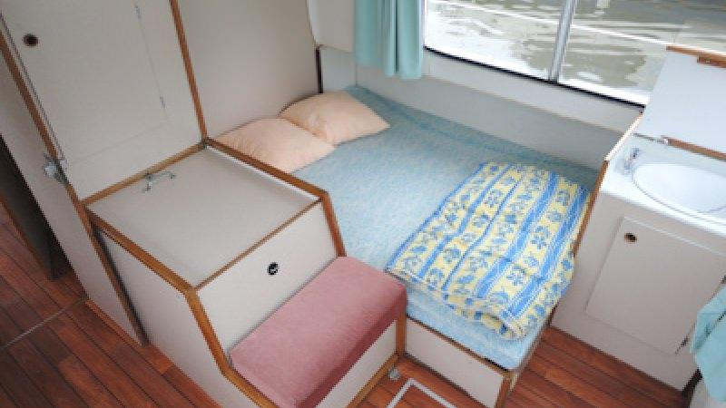 Eau Claire 1130 - Rear Cabin with a Double Bed and a Single Bed