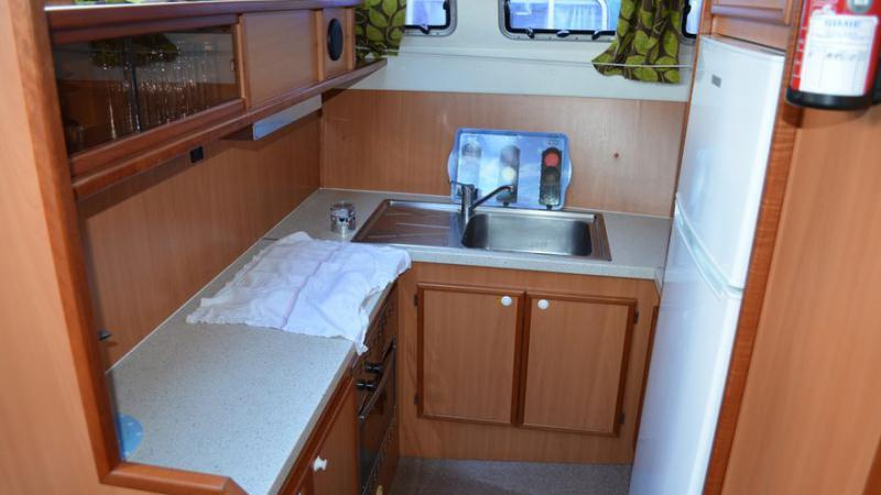 Boating Holidays with Tarpon 42 N - Kitchen equipped with a Large Fridge