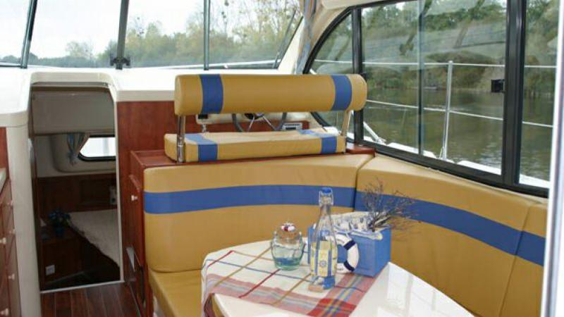 Estival Duo - Lounge with Flat Screen TV and DVD Player, convertible into a Double Bed