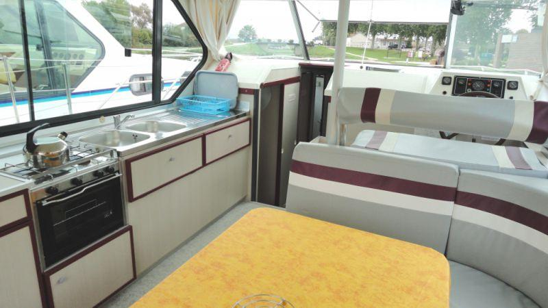 Sedan 1160 A - Lounge, convertible into a Double Bed