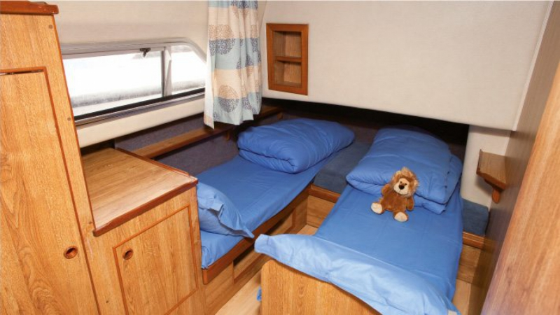 Classique - Starboard Rear Cabin choice of 1 Double Bed or 2 Single Beds