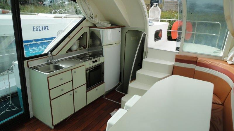 Confort 1100 A - Kitchen with a Large Fridge