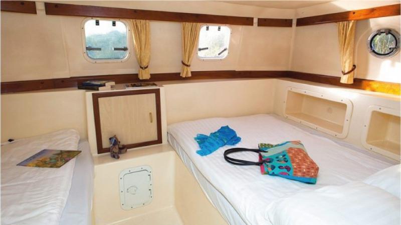Sheba - Rear Cabin with 1 Double Bed and 1 Single Bed