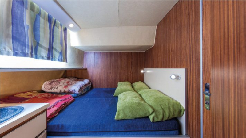 Penichette 1260 R - Central Cabin with a Double Bed