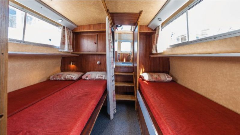 Penichette 1106 FB - Central Cabin with a Double Bed and a Single Bed