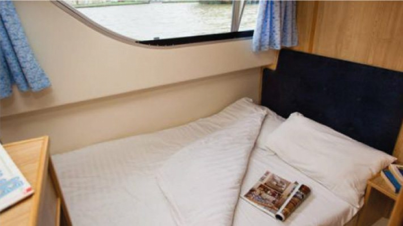 Salsa A - Starboard Central Cabin with 1 Double Bed