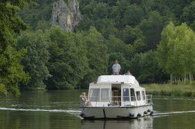 River Boat holidays in burgundy on Nivernais canal