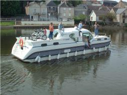 Ideal Boat for 4 Couples