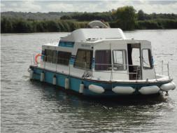 2 Cabins, ideal for 2 Couples and 2 Children