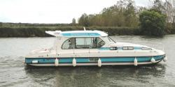 Canal Boating Holidays with sedan 1160 A