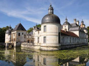 discover Tanlay Castle by sailing in a self drive barge Burgundy Nivernais